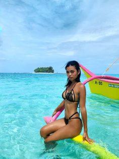 Hot Thai babe on sea